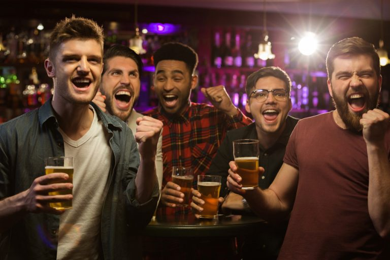 men watching sports on a sports bar